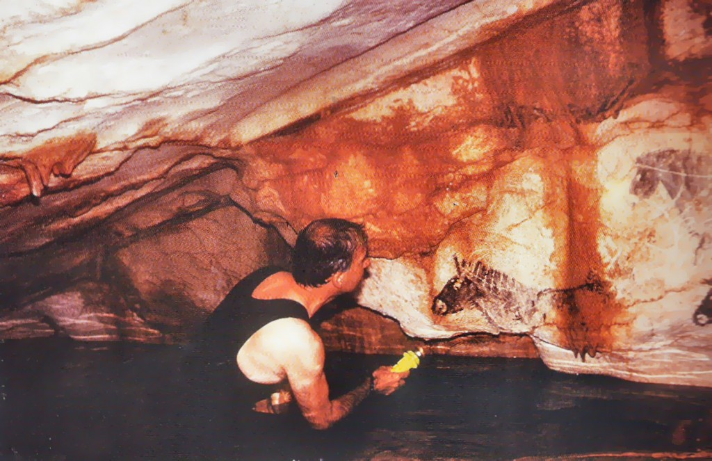 Only a few people have actually seen the marvels of the Cosquer Cave: the professional diver who discovered it in 1985 and a handful of divers-archaeologists.