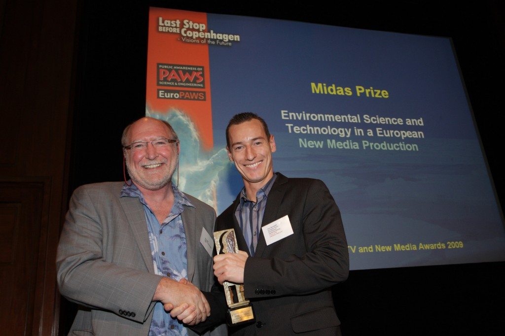 "The prize went to the EFDA-produced film ""Fusion 2100"" and was presented by Neil Calder from ITER (on the left with prize-winner Örs Bendekfi ). (Click to view larger version...)"