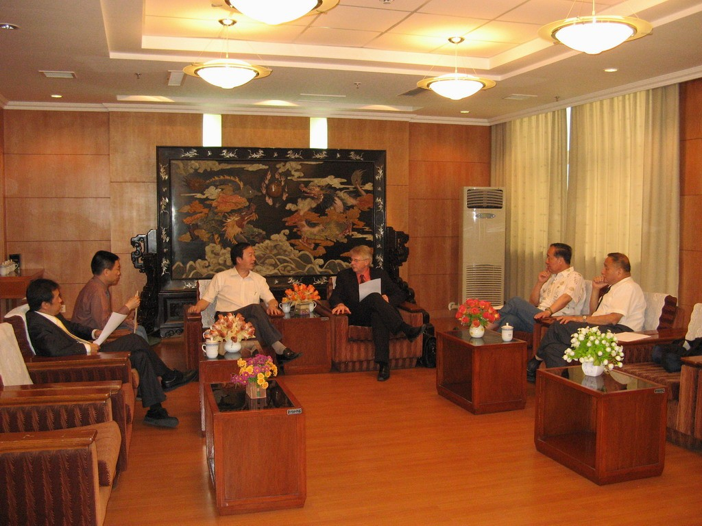 Middle: Norbert Holtkamp talking to the Director-General of ASIPP, Jiangang Li. On the far right, ITER DDG for Administration, Shaoqi Wang. (Click to view larger version...)