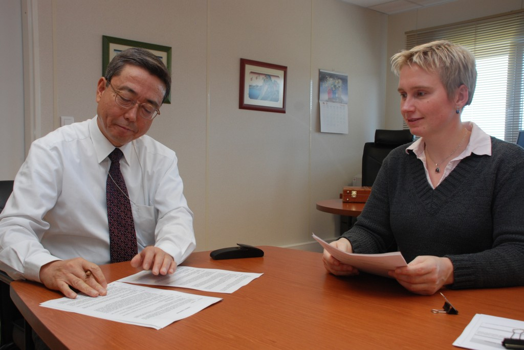ITER Director-General Kaname Ikeda signing the Central Solenoid Conductor Procurement Arrangement, assisted by Ina Backbier, Senior Project Coordinator. (Click to view larger version...)