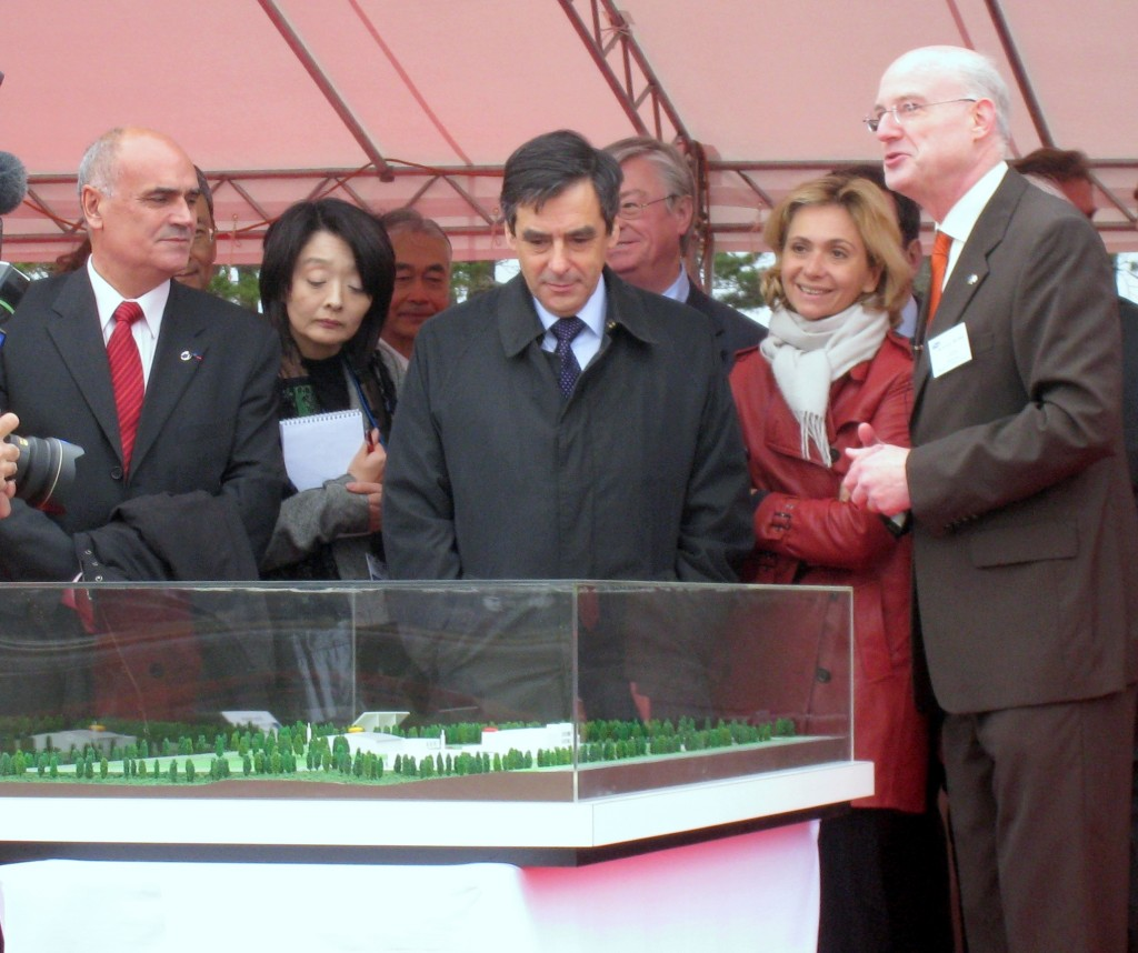 Pascal Garin (right), presenting the IFMIF mockup to French Prime Minister Fillon at Rokkasho in April, 2008. (Click to view larger version...)