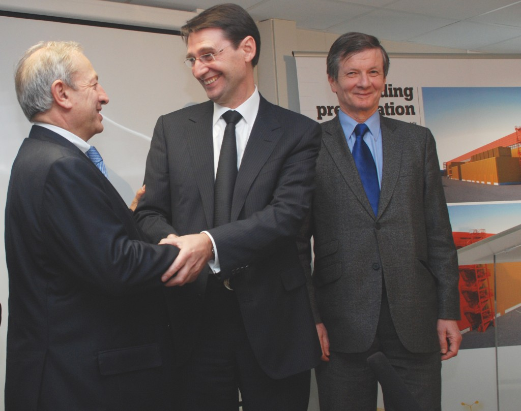 Didier Gambier (centre) and Francois-Xavier Clédat (left) , President of the French company Spie Batignolles, after signing the contract on Tuesday. (Click to view larger version...)