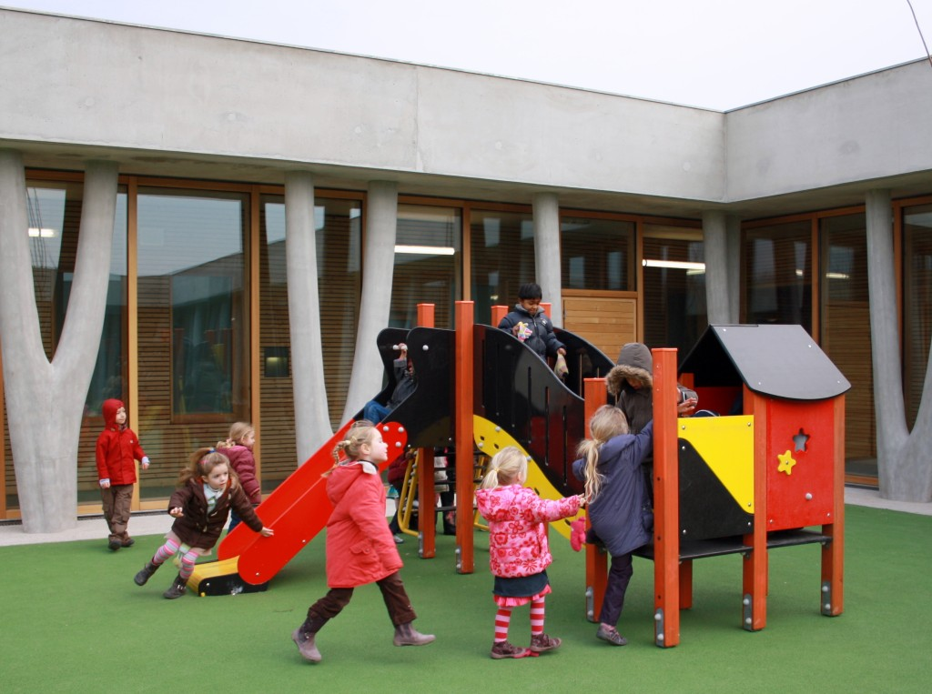 With the opening of the kindergarten facility and its dedicated playground, the installation of the elementary school is now complete. (Click to view larger version...)