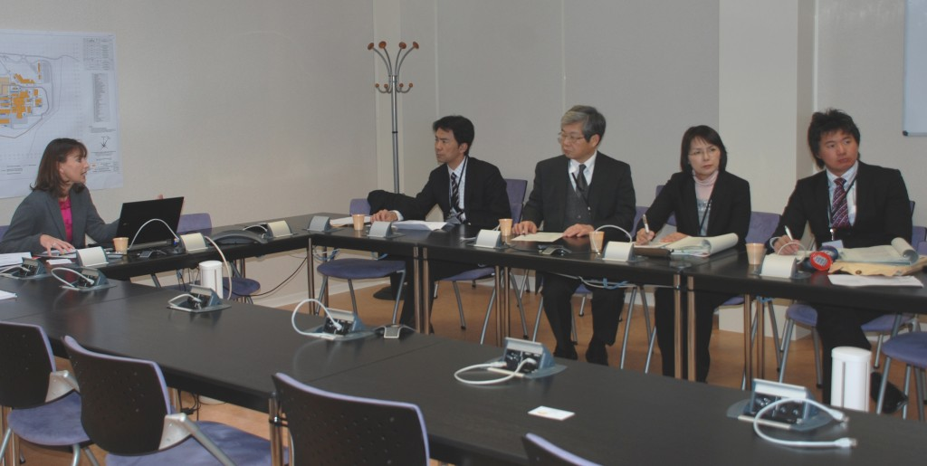 Exchanging information on how to build up an international organization (from left to right): Sophie Gourod, ITER Human Resources; Masaru Hirata, Deputy Director of JAEA's Paris office; Kazuichiro Hashimoto, Director of International Affairs Department; Junko Hoshino, Deputy General Manager of International Fellowship section; Hirobumi Ebisawa, Officer of International Fellowship section. (Click to view larger version...)