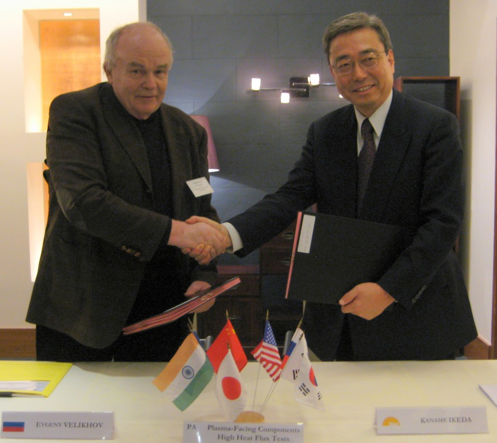 Academician Velikhov and ITER Director-General Kaname Ikeda after the signature of Procurement Arrangement #32 for the high heat flux testing of ITER's plasma-facing components. (Click to view larger version...)