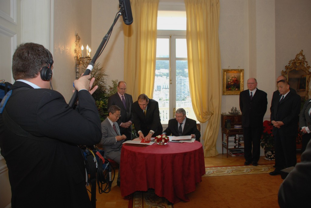 The signing ceremony in the State Palace.