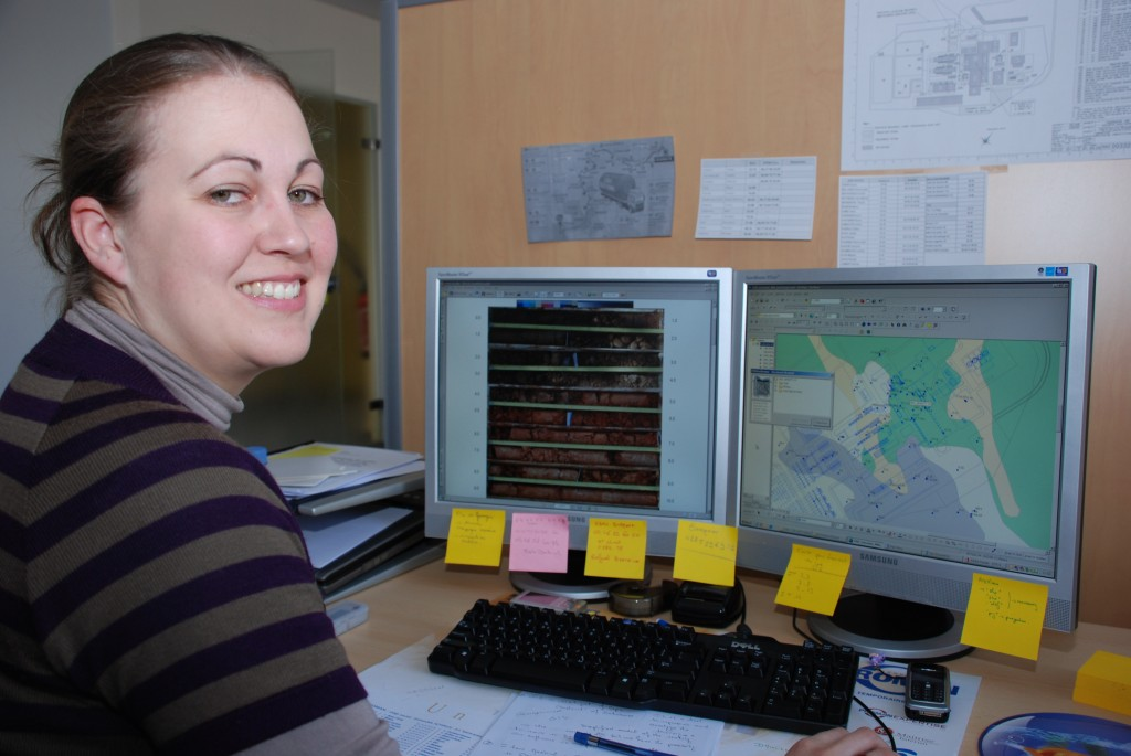 Emeline Canessa in front of her two screens showing the boreholes and their content.
