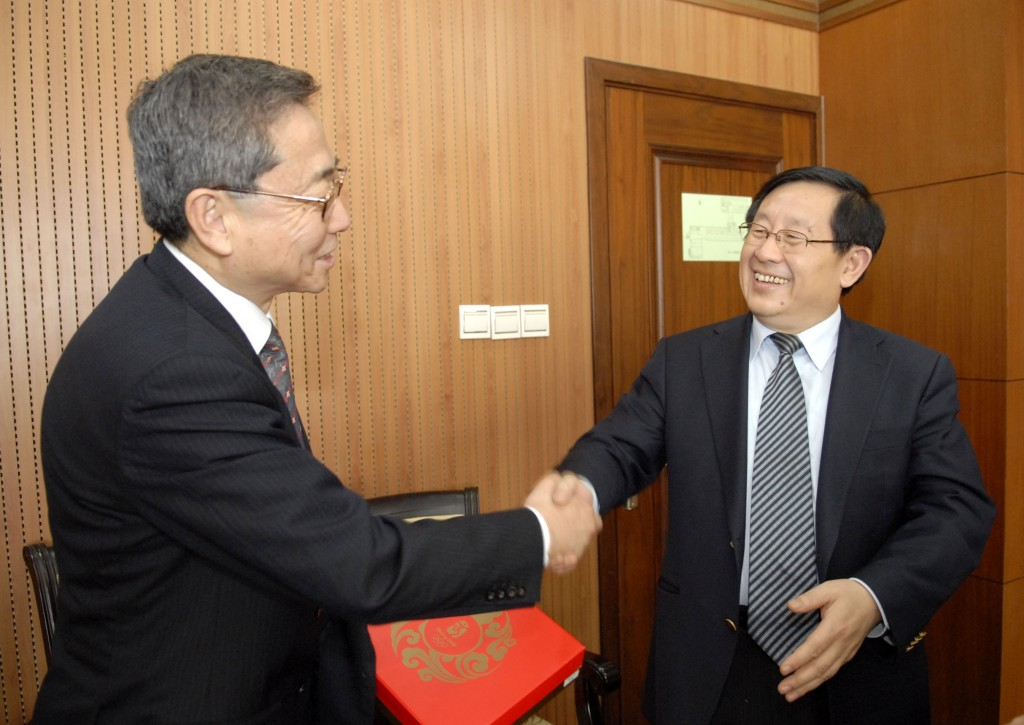 DG Ikeda meeting Dr. Wan Gang, Chinese Minister for Science and Technology.  (Click to view larger version...)