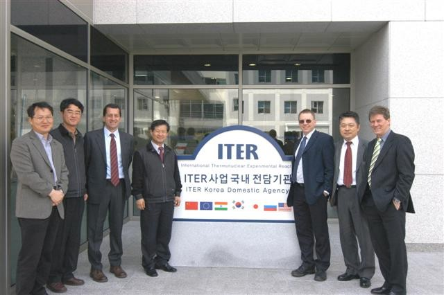 In front of the Korean Domestic Agency with the Deputy Director Ki-Jung Jung. (Click to view larger version...)