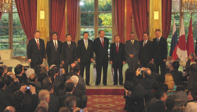 The signatories of the ITER Agreement, together with French President Jacques Chirac. From left to right: Vladimir Travin (Deputy head of the Federal Atomic Energy Agency (Rosatom), Russian Federation), Takeshi Iwaya (Vice-Minister for Foreign Affairs, Japan), Xu Guanhua (Minister of Science and Technology, People's Republic of China), José Manuel Barroso (President of the European Commission), Jacques Chirac (President of the French Republic), Kim Woo Sik (Vice Prime-Minister, Ministry of Science and Technology, Korea), Anil Kakodhar (Secretary to the Government of India, Department of Atomic Energy), Raymond Orbach (Under Secretary for Science, U.S. Department of Energy), and Janez Potočnik (European Commissioner for Science and Research). Click to see full picture.  (Click to view larger version...)