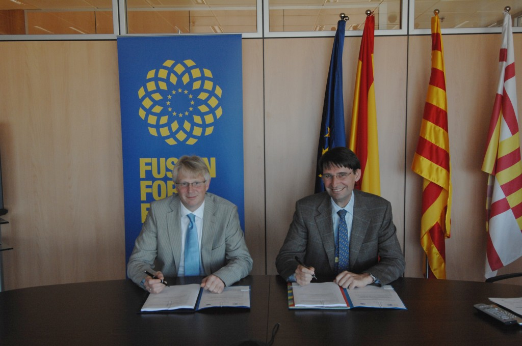 "Signing the ""Memorandum of Understanding"": Norbert Holtkamp, Principal Deputy Director-General of ITER and Didier Gambier, Director of Fusion for Energy (F4E). (Click to view larger version...)"