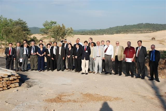 The MAC members taking a tour around the ITER construction site.  (Click to view larger version...)