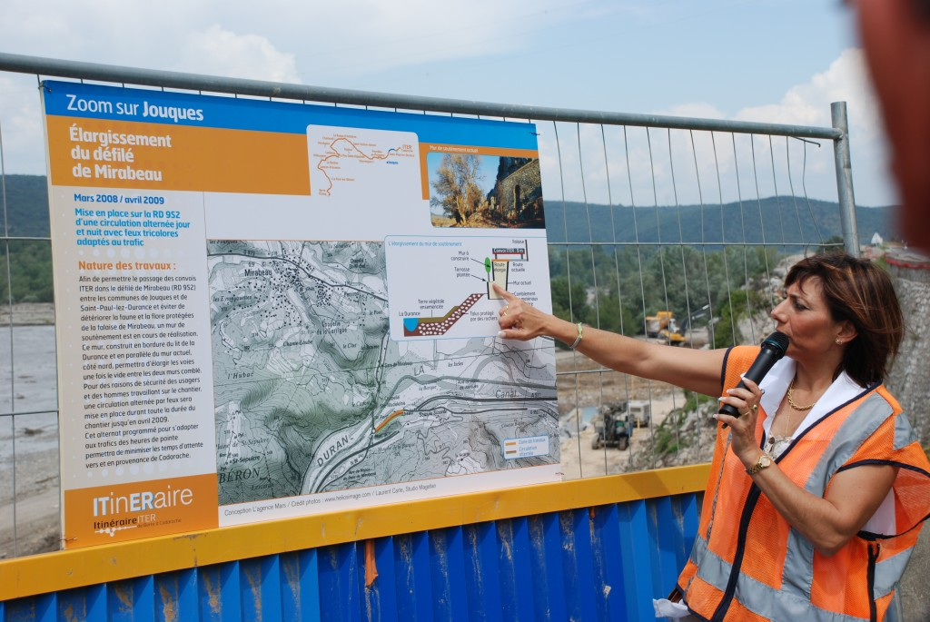 Nadja Fabre from Mission ITER, in charge of the road construction, explains the plan for the Pont de Mirabeau.