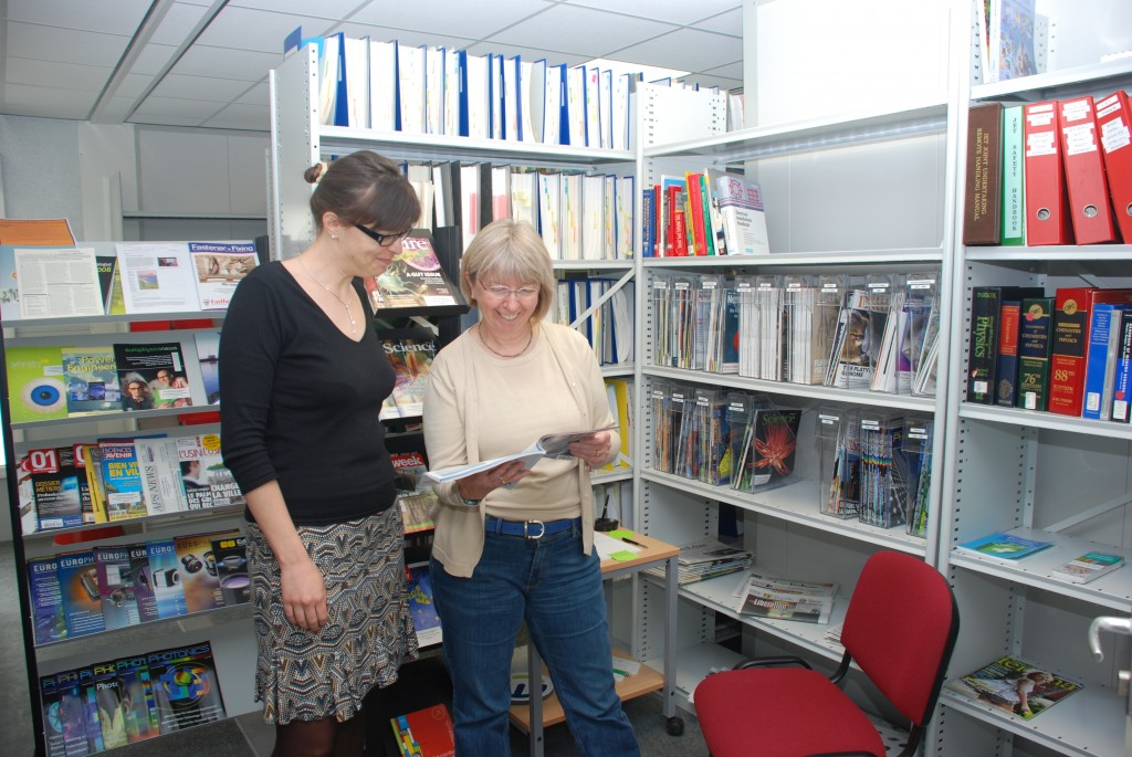 Only a click away: The ITER librarians Sophie Miras (left) and Judith Campbell. (Click to view larger version...)