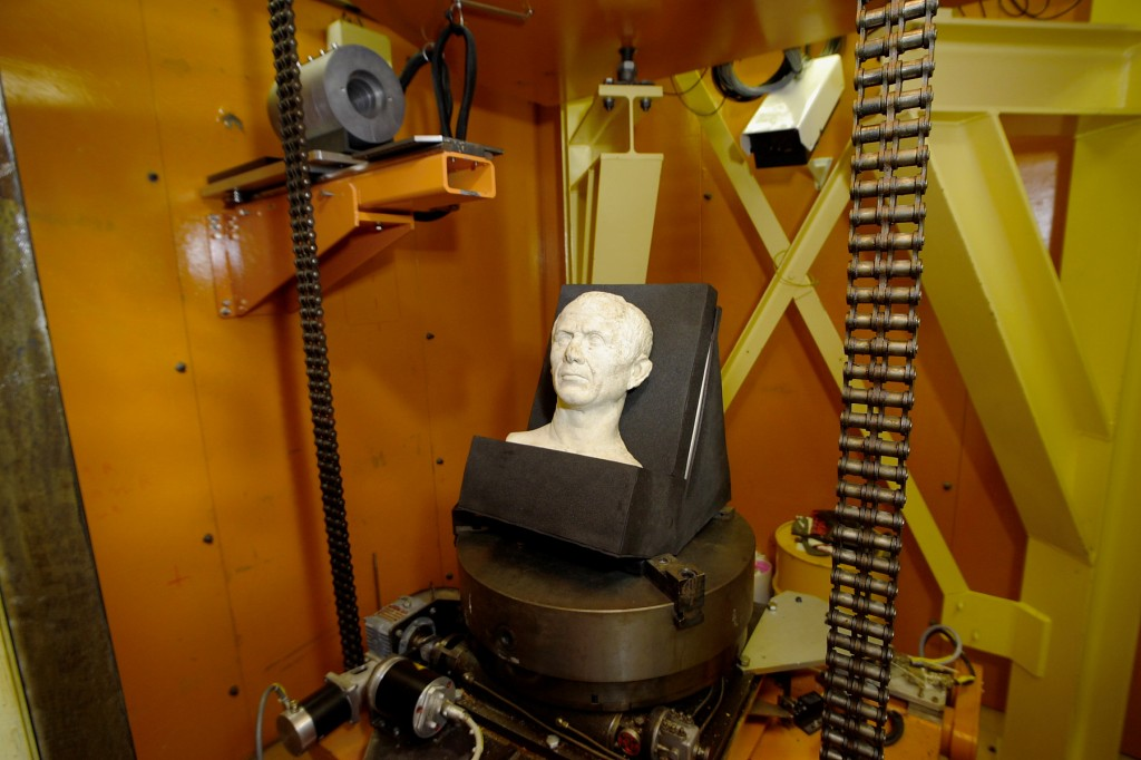 Caesar's bust, being readied for a gamma scan, © CEA (Click to view larger version...)