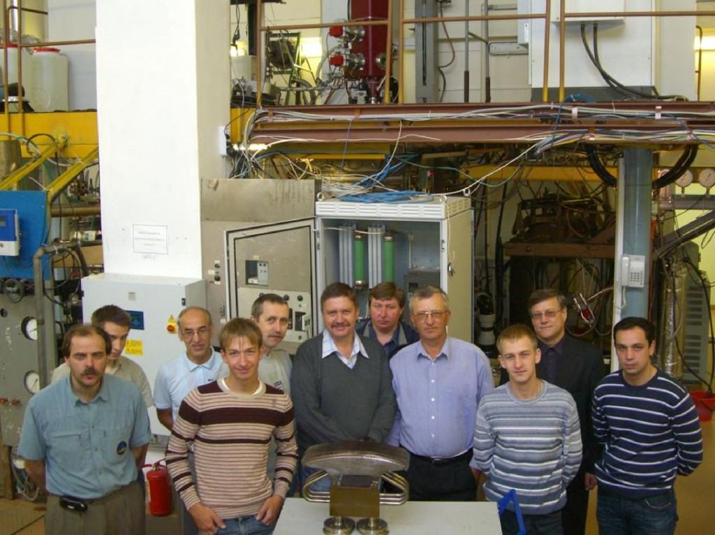 The Team of the Efremov Institute, St Petersburg, RF in charge of the manufacturing of the dome qualification prototype (also shown in the photo) and of the high heat flux testing (Click to view larger version...)