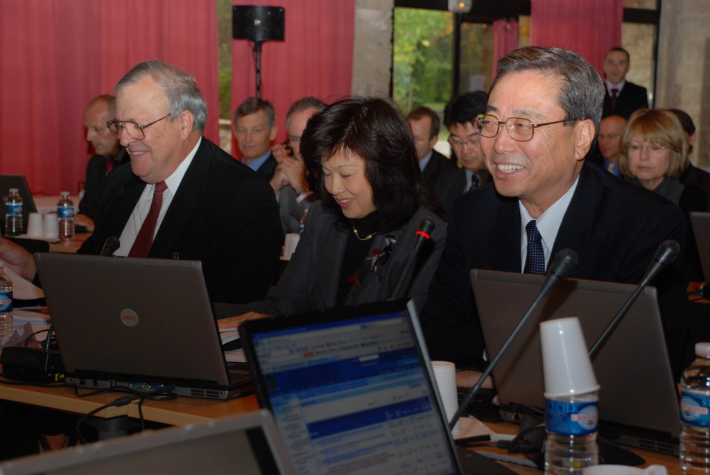Chairman of the MAC, Bob Iotti; Council Secretary, Sachiko Ishizaka; and ITER Director-General, Kaname Ikeda. (Click to view larger version...)