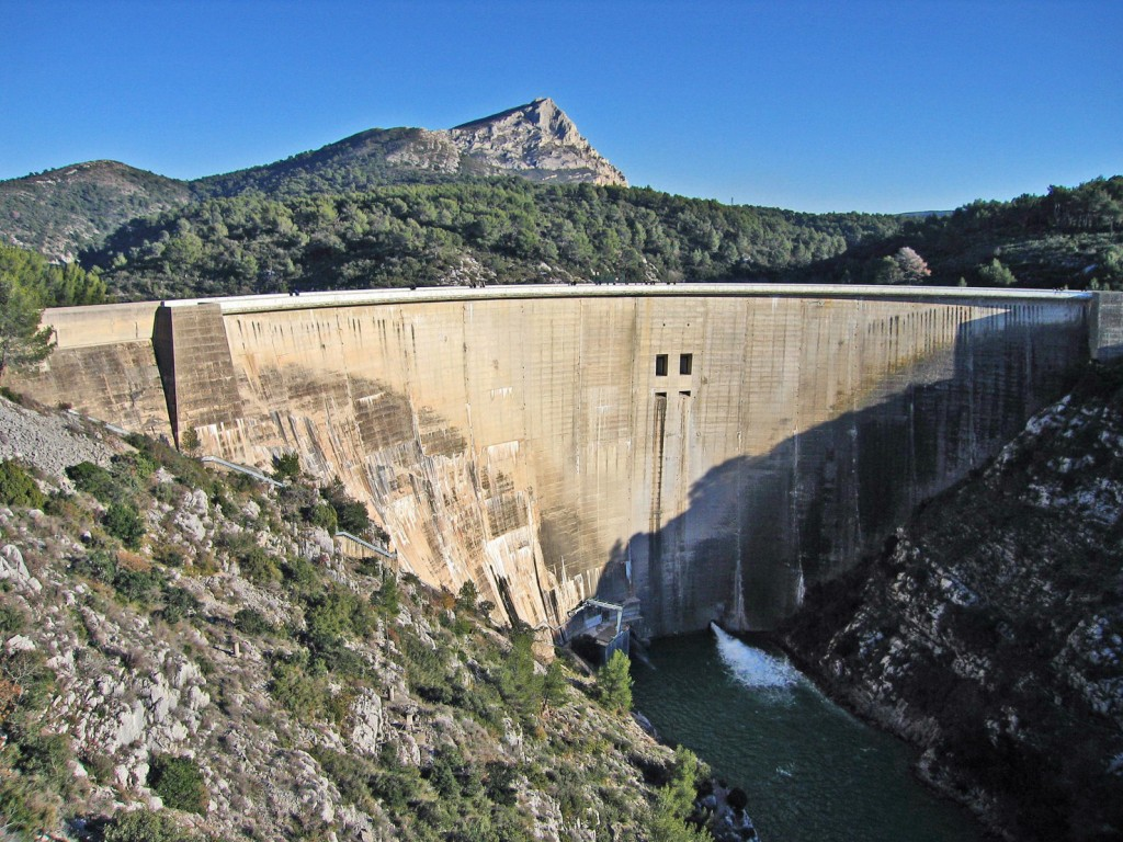 Bimont Dam, in the foothills of Sainte-Victoire. (© Société du Canal de Provence). (Click to view larger version...)