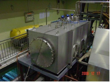 Test cryostat; i.e., cryogenic vacuum vessel containing the HTS current leads.