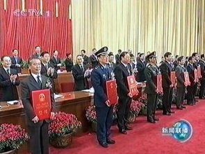 Prof Yuanxi Wan (left in front row) receiving the award from Premier Wen Jiabao (left in second row).