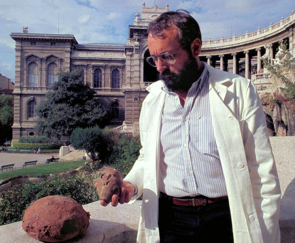 The Natural History Museum in Marseille, located in Palais Longchamp, hosts a great collection of dinosaur eggs. (Click to view larger version...)