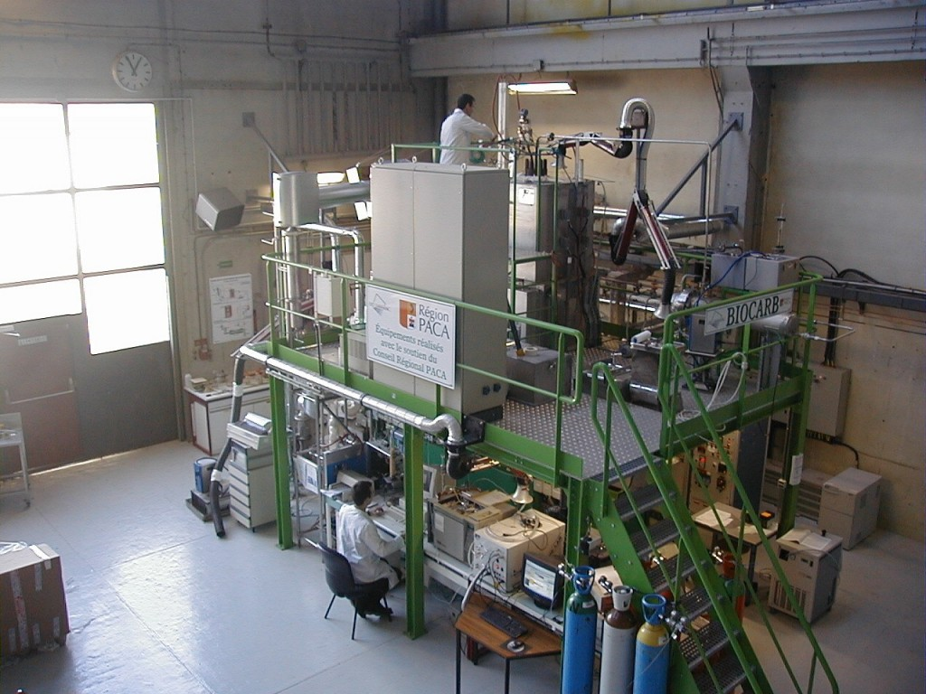 The CEA is home to one of the most advanced research platforms on third generation biofuels. In this pilot installation which is a part of the BIOCARB program, biomass is transformed into gas through high temperature process. Photo courtesy of CEA. (Click to view larger version...)