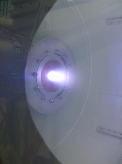 The first plasma in the Magnum-PSI experiment, Thursday 18 June. The plasma is a hot gas of charged argon ions and electrons. It disperses quickly in the high vacuum of Magnum PSI. Once the magnet system has been installed in November 2009, the plasma will form a dense beam that can be aimed at different wall materials to be tested for ITER.