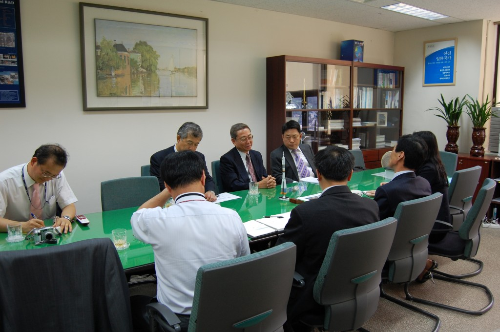 Bilateral meetings with the ITER Members, such as here at the Korean Minstry of Education, Science and Technology, represent an important part of the Director-General's diplomatic mission. (Click to view larger version...)